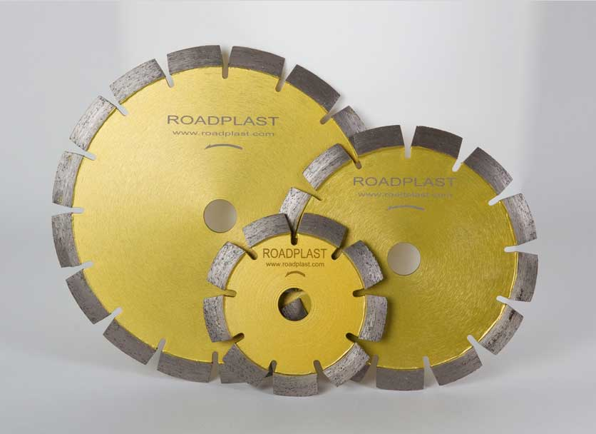 Diamant-Trennscheibe-Schalungsleiste-Stahlbesen-Wendelrührer-Glättekelle-Reiniger-Aceton